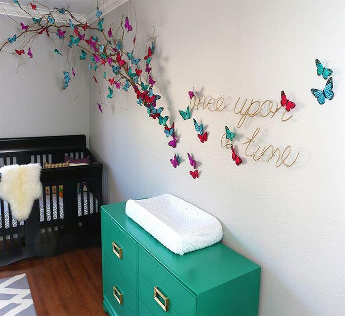 Декоративные бабочки на стене детской комнаты