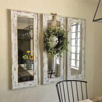 Венок на зеркале со старой рамой