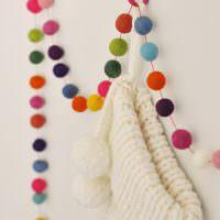 Цветная гирлянда из мягких шариков