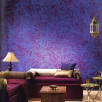 Украшение стены текстурной штукатуркой