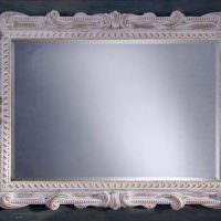 Стильное зеркало в деревянном багете
