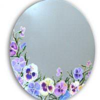 Рисунки цветов на овальном зеркале