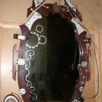 Оригинальная оправа настенного зеркала
