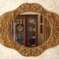 Резная оправа стильного зеркала