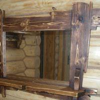 Деревянная рамка с небольшой полочкой