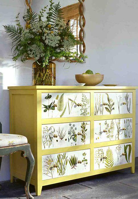 Декорирование старого комода рисунками растений