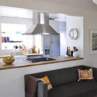 Кухонный полуостров с газовой плитой
