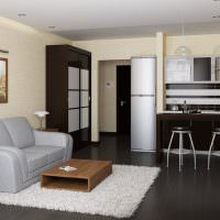 Серый ковер на черном полу кухни