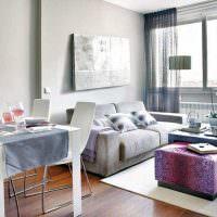 Серый диван в зоне отдыха кухни-гостиной