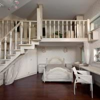Интерьер детской комнаты с антресолью