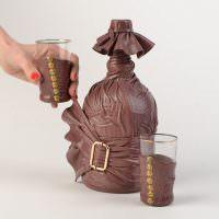 Стильный декор бутылки из кожи