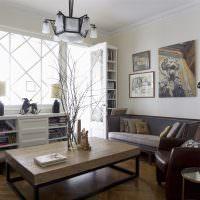 Декор гостиной картинами над диваном