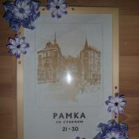 Цветы из упаковочной бумаги на рамке со стеклом