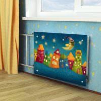 Красивый экран на радиаторе в детской комнате