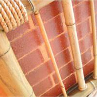 Декорирование труб с помощью толстого бамбука