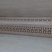 Короб с перфорацией на трубе отопления