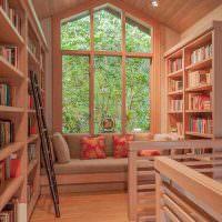 Организация библиотеки в мансарде частного дома