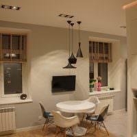 Бамбуковые жалюзи на окнах квартиры-студии