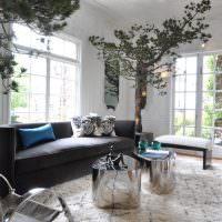 Деревья в интерьере современной гостиной