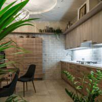 Дизайн кухни-гостиной с живыми цветами