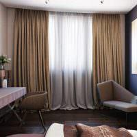 Белая тюль до пола на окне спальной комнаты
