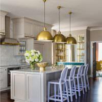 Золотистые плафоны кухонных светильников