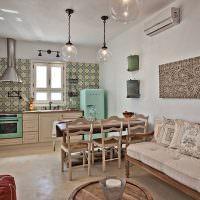 Отделка стены кухни мозаичной плиткой