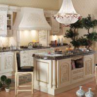 Кухонная мебель с резьбой из натурального дерева