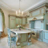 Голубой цвет в кухне классического стиля