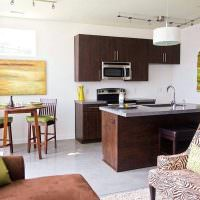Планировка квадратной кухни-гостиной