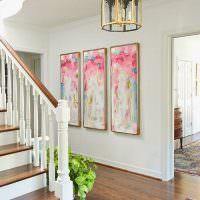 Декорирование холла с лестницей