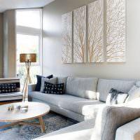 Декорирование диванной группы с помощью картин