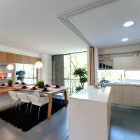 Дизайн кухни-гостиной с перегородкой раздвижной конструкции