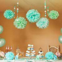 Бумажные шары на потолке детской комнаты