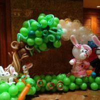 Фигурки зайцев из воздушных шаров