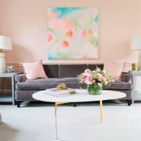 Дизайн гостиной с розовыми стенами