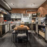 Дизайн кухни с кирпичной стеной