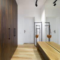 Дизайн узкой прихожей в современной квартире