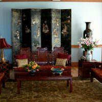 Дорогая деревянная мебель с фигурными спинками