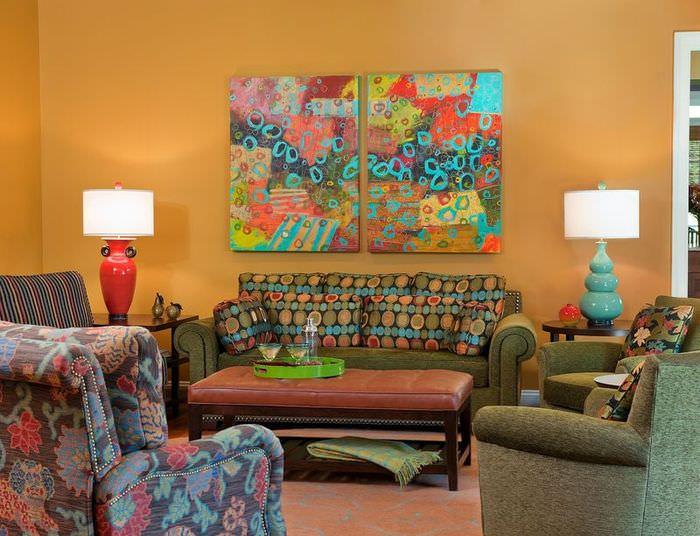 Абстракция на модульных полотнах в гостиной