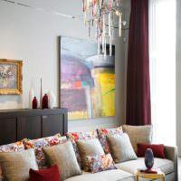 Стеклянная люстра с цветными подвесками