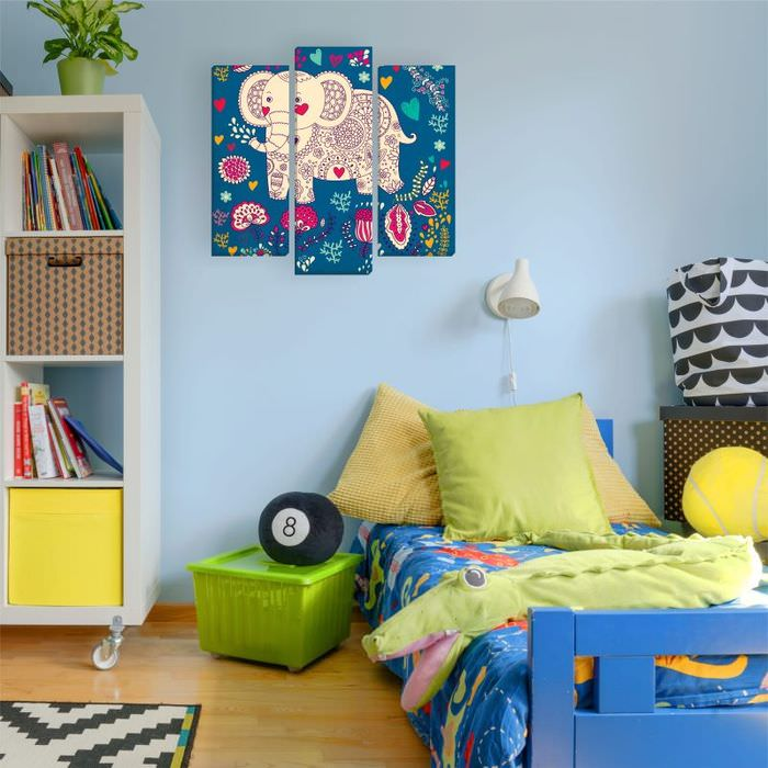 Рисованный слон на модульной картине в детской