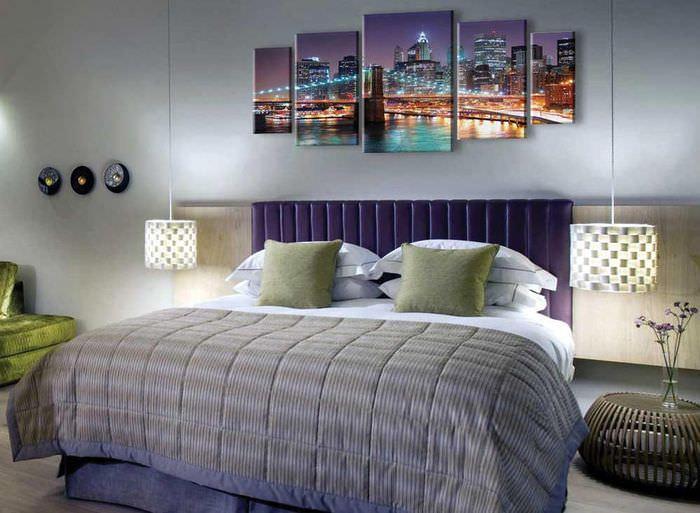 Ночной город на модульных картинах в спальне