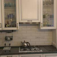Кухонный фартук из прямоугольной керамической плитки