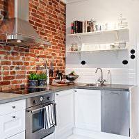 Рабочая зона кухни-гостиной с угловым гарнитуром