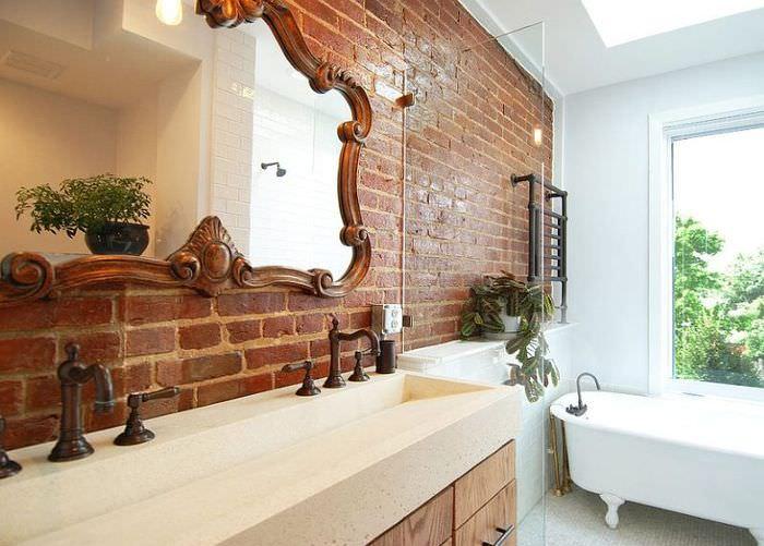 Кирпичная кладка в интерьере ванной комнаты