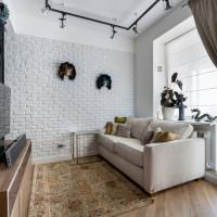 Белая гостиная с элементами лофта