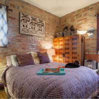 Красный кирпич в дизайне спальни