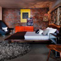 дерево и кирпич в интерьере спальни
