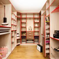 Корпусная мебель в гардеробной комнате